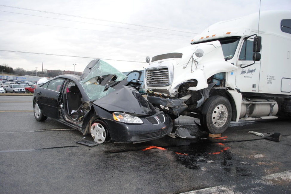 5 Reasons a Truck Crash Lawyer Can Help You Win Your Case