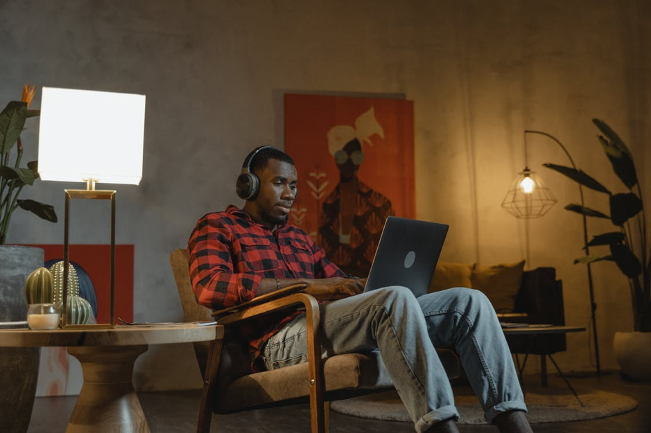 Six Tech Gadgets to Improve Productivity in Your Home Office